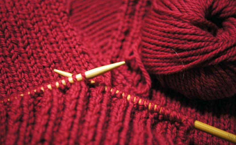 手編みのマフラー(フリー写真)