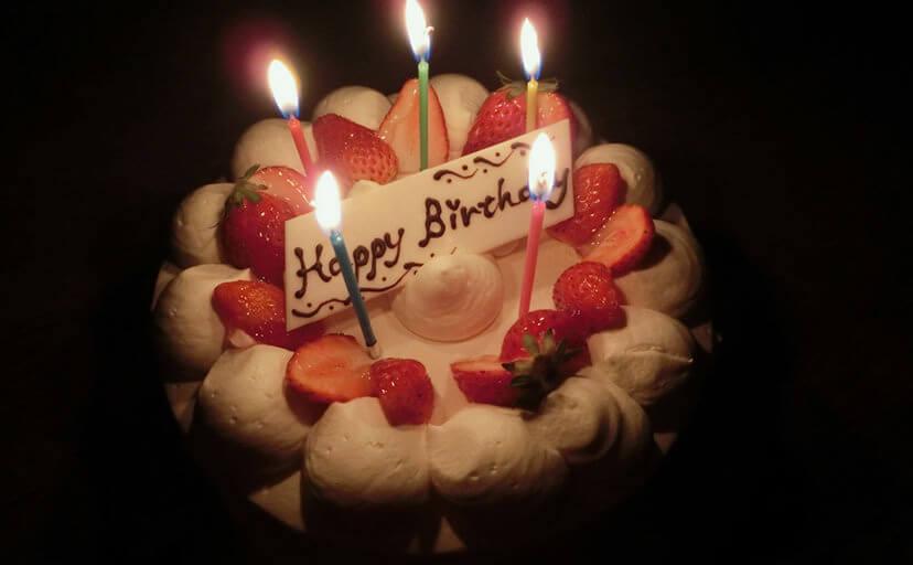 誕生日ケーキ(フリー写真)