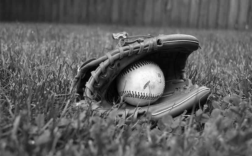 野球のグローブ(フリー写真)
