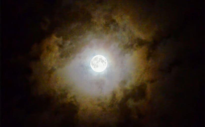 月明かり(フリー写真)