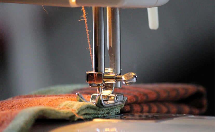 裁縫(フリー写真)