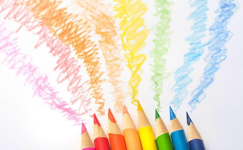 色鉛筆で描かれた線(フリー写真)