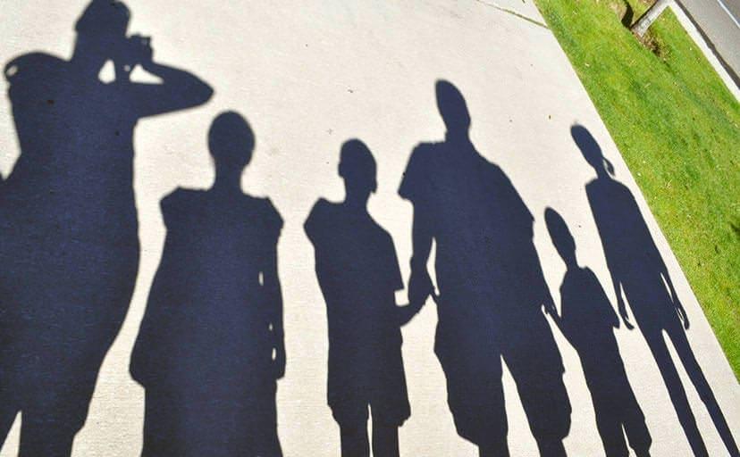 家族の影(フリー写真)