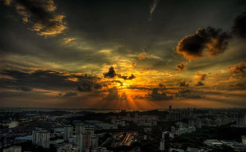 街の夕日(フリー写真)