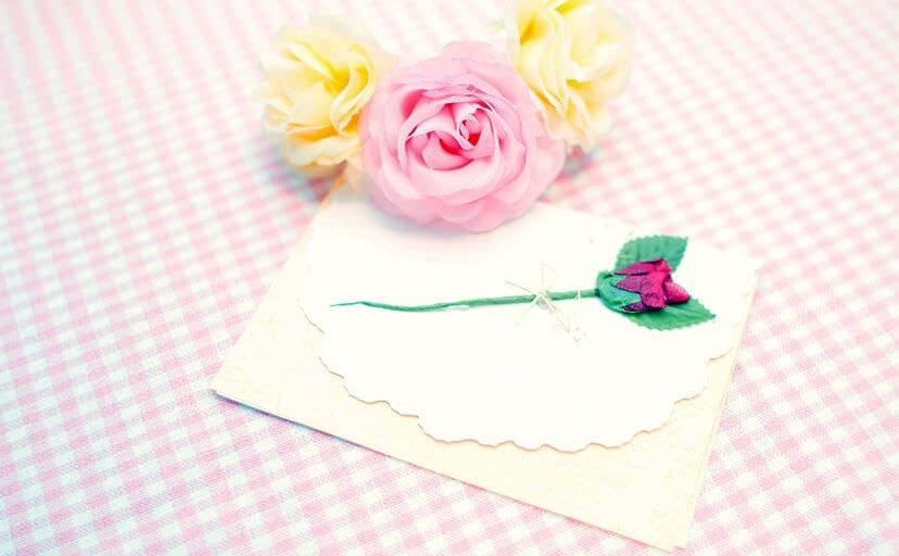 花と手紙(フリー写真)