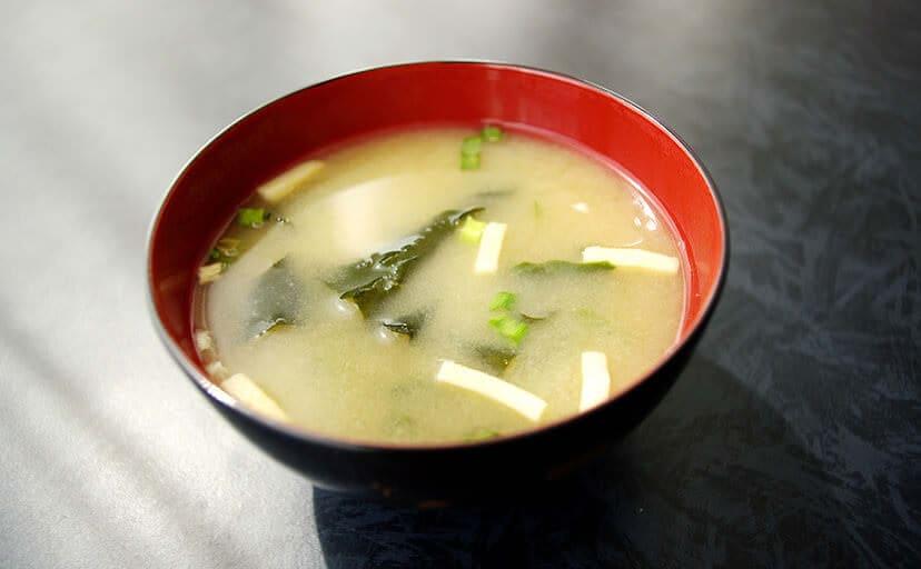 お味噌汁(フリー写真)