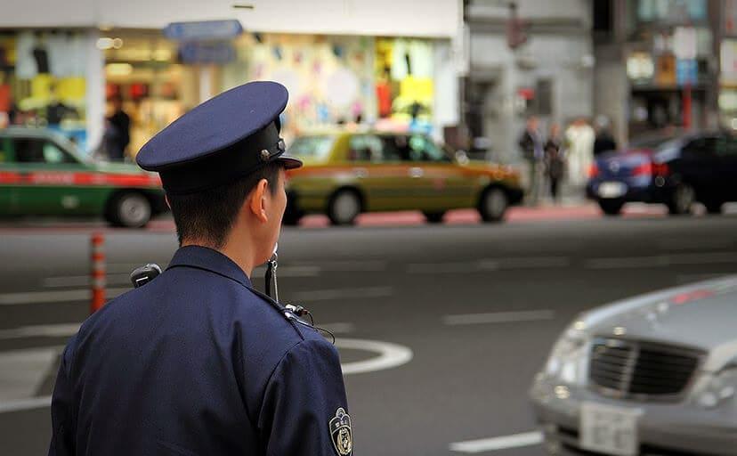 警察官の方(フリー写真)