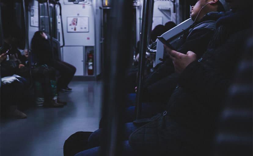 終電の車内(フリー写真)