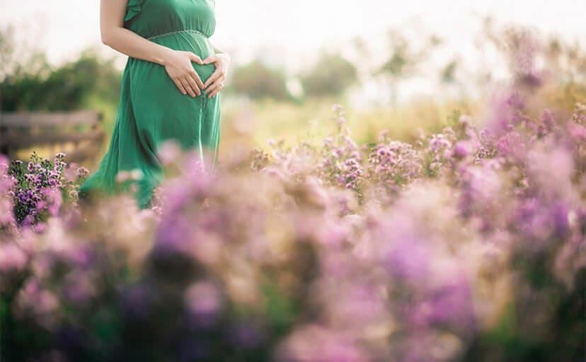 妊婦さん(フリー写真)