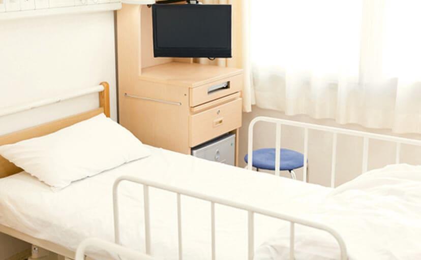 病院のベッド(フリー写真)