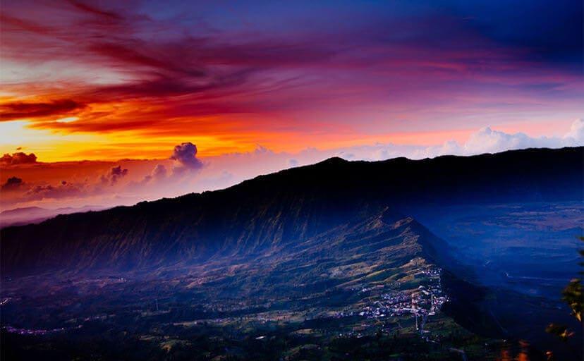 インドネシアの朝焼け(フリー写真)