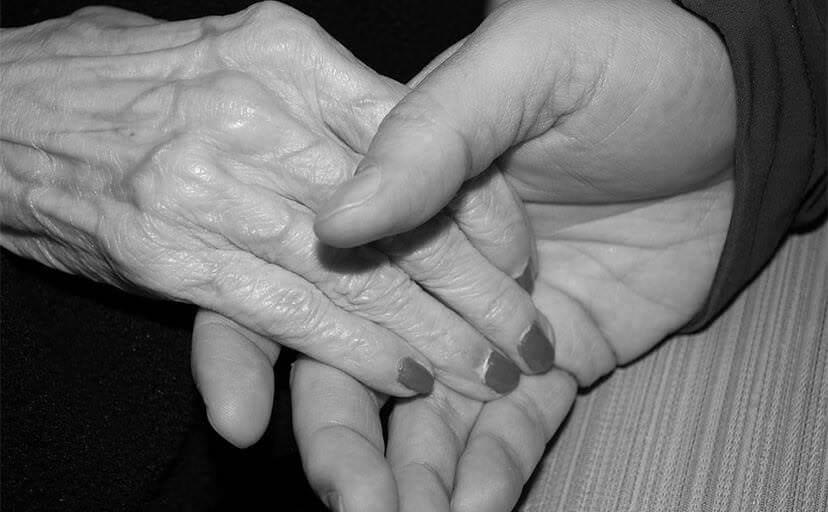 祖母の手(フリー写真)