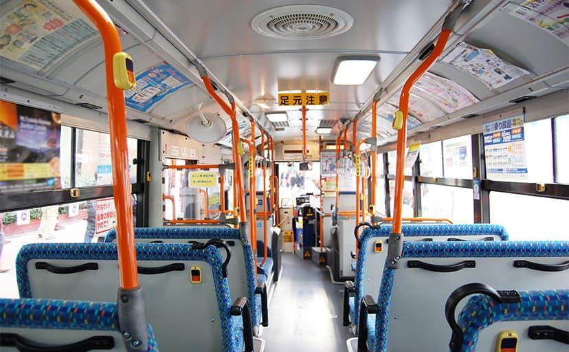 バスの車内(フリー写真)