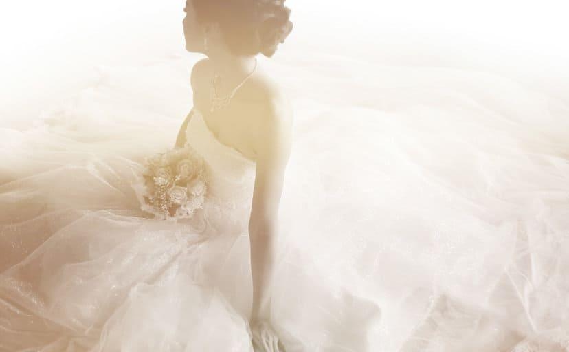 ウェディングドレスの女性(フリー写真)