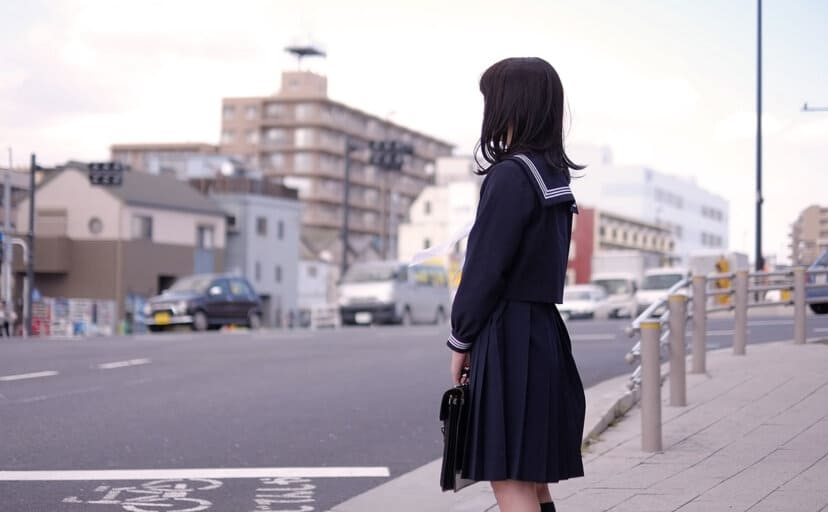 女子中学生(フリー写真)